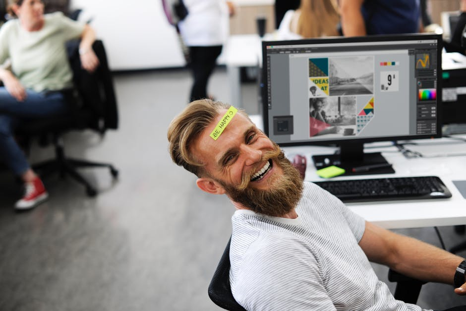 3 Easy Habits for Staying Happy in Your Workplace